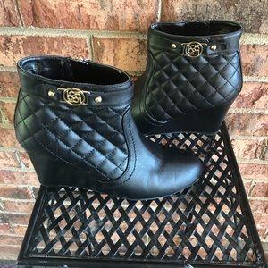 {LIZ CLAIBORNE} Black Quilted Zip Up Ankle Bootie